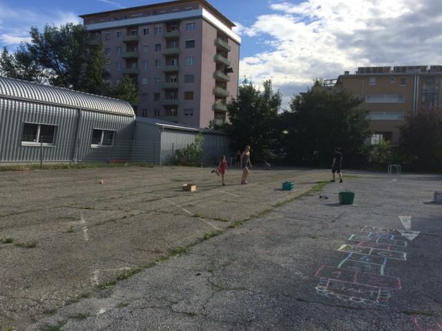 Spiele auf dem Parkplatz der Helmut List Halle